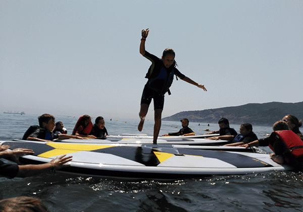 Campamento verano-juegos en el agua