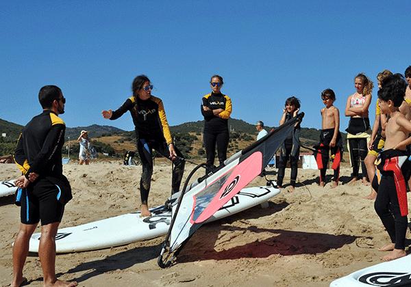 Campamento de verano-windsurf